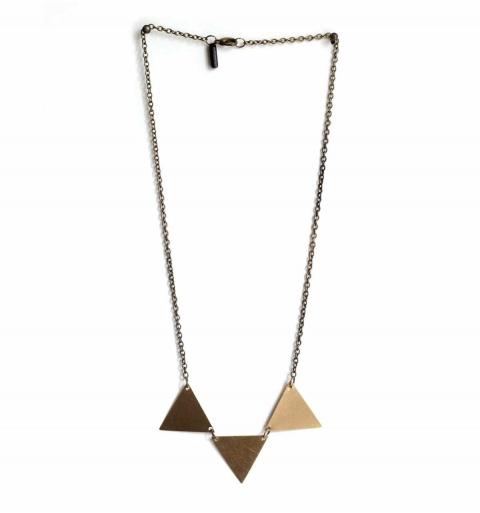 Collar de triple triángulo