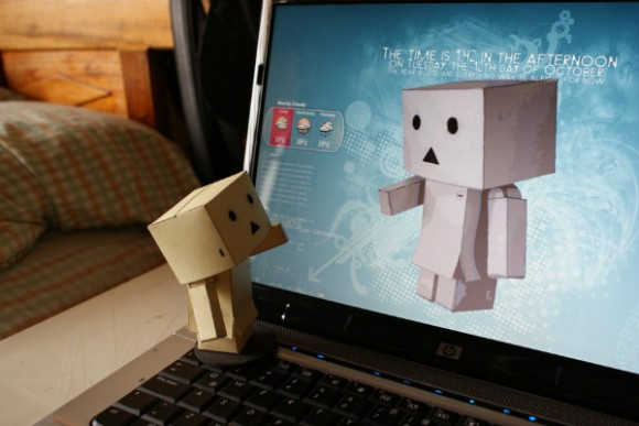18-Danbo-on-Computer