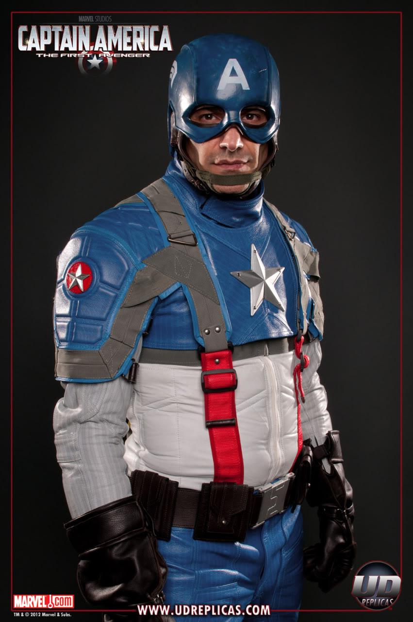 Replica del traje del capitán América para ir en moto
