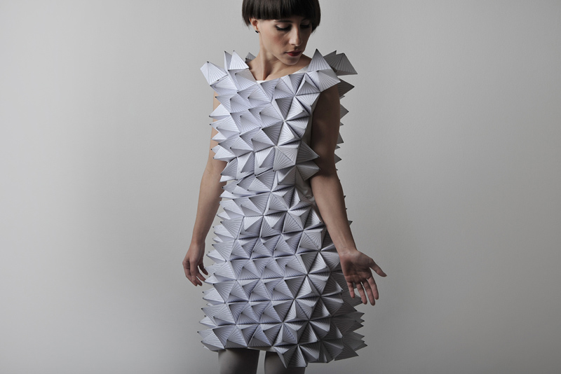 Los vestidos geom tricos de papel de amila hrustic for Dibujos de disenos de moda