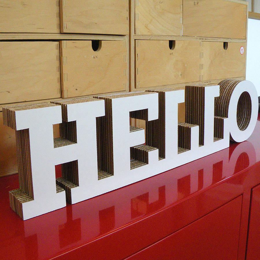 Letras realizadas en cartón. La moda del cartón