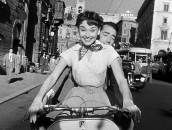 Fotograma de Vacaciones en Roma con la Vespa como protagonista.