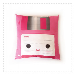 Regalo original, cojín kawaii diskette